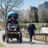 Ebeveynlerin Satın Almadan Önce Deneyebilmesi İçin Yapılan Dev Bebek Arabası