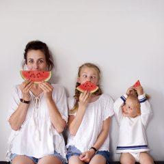 Kendisinin ve Kızlarının Sevimli Fotoğraflarını Çeken İki Çocuk Annesi