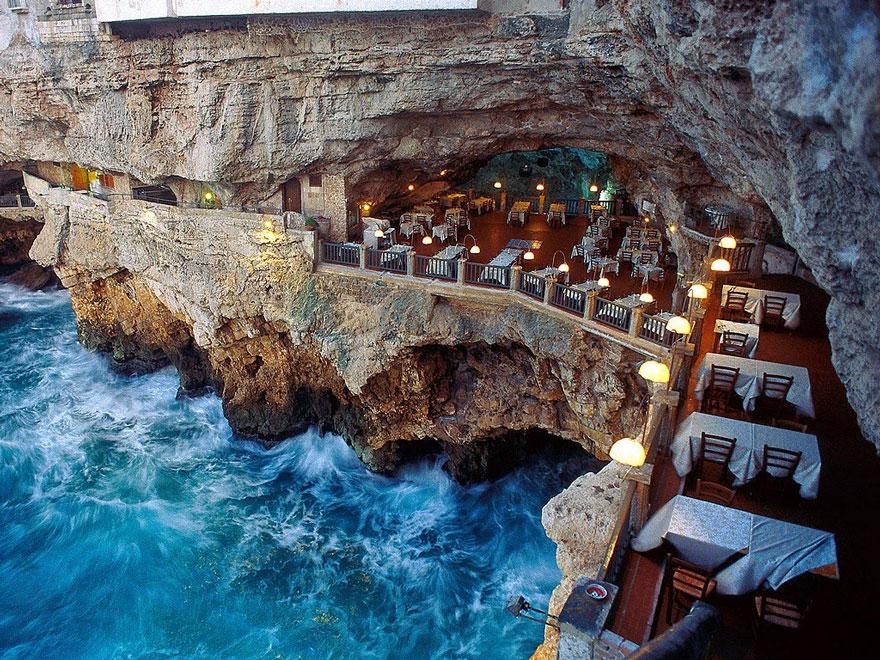 Nefes Kesici ve Romantik Bir Ortamda Yemek Yiyebileceğimiz Mağara İçindeki İtalyan Restoranı