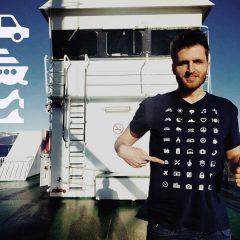 Üzerindeki 40 İkon ile Tüm Dünyada İletişim Kurmamıza Yardımcı Olan T-Shirt