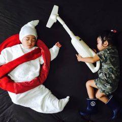 İkiz Çocukları Uyurken Onları Muhteşem Sahnelere Çıkaran Yaratıcı Anne